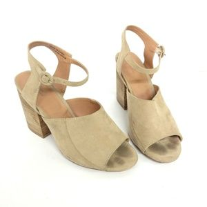 UO Chunky Heel Cream Suede Sandal - Size 8